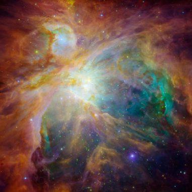 Falschfarbenaufnahme des Orionnebels. Die Aufnahme basiert auf optischen Daten des Hubble-Teleskops und Infrarotdaten des Spitzer Space Telescope. (NASA; Hubble and Spitzer)