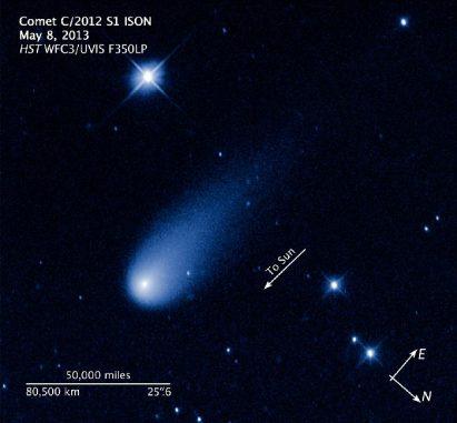 Der Komet ISON, aufgenommen vom Hubble Space Telescope. (NASA, ESA, and Z. Levay (STScI / AURA))