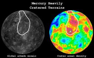 Die Grafik zeigt ein Bild von Merkur, das aus Mosaik-Bildern der MESSENGER-Sonde erstellt wurde (links). Rechts ist eine farbcodierte Ansicht, auf der Krater mit Durchmessern von mehr als 25 Kilometern hervorgehoben wurden. Die weiß umrandete Region entspricht den kraterreichen Gebieten, die man im Rahmen dieser Studie untersucht hat. (Image courtesy of Johns Hopkins APL)