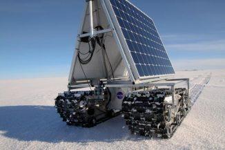 Der Polarrover GROVER bei einem Test seines Energieverbrauchs am 3. Juni 2013 in Summit Camp, dem höchsten Punkt Grönlands. (NASA Goddard / Matt Radcliff)