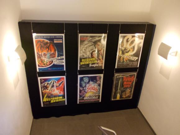 Kinowerbeplakate für mehrere Science-Fiction-Filme aus den 50er Jahren. (astropage.eu)