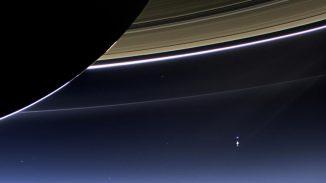 Am 19. Juli 2013 hat die Weitwinkelkamera der NASA-Raumsonde Cassini dieses Bild von den Saturnringen und der Erde gemacht. (NASA / JPL-Caltech / Space Science Institute)