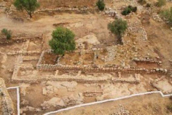 Luftbild von König Davids Palast und dem Lagerhaus. (Courtesy of the Hebrew University and the Israel Antiquities Authority)