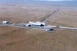Luftbild des Laser Interferometer Gravitational-wave Observatory (LIGO) in Hanford, WA, USA. (Credit: LIGO Laboratory)