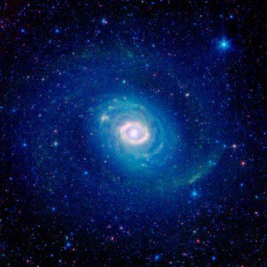 Infrarotansicht der Spiralgalaxie Messier 94, aufgenommen vom Weltraumteleskop Spitzer. (NASA / JPL-Caltech / SINGS Team)