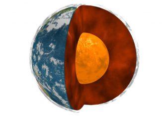 Schematischer Aufbau der Erde mit dem Mantel (rot) und dem flüssigen, äußeren Erdkern (orange), der den festen, inneren Erdkern (hier nicht sichtbar) umschließt. (NASA / JPL / Université Paris Diderot - Institut de Physique du Globe de Paris)