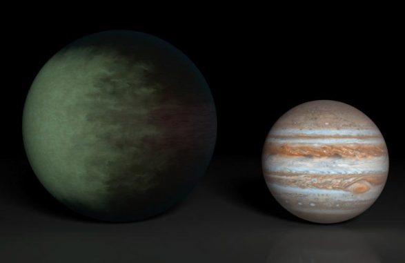 Kepler-7b (links) ist etwa 1,5 mal so groß wie Jupiter (rechts) und der erste Exoplanet, dessen Wolkenstrukturen kartiert wurden. Die Wolkenkarte basiert auf Daten der Weltraumteleskope Kepler und Spitzer. (NASA / JPL-Caltech / MIT)