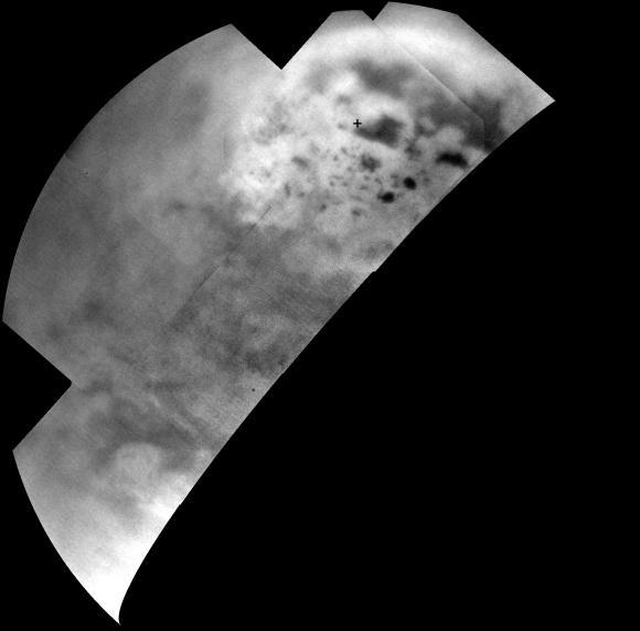 Ultrakalte Seen und Gewässer aus Kohlenwasserstoffen (dunkle Silhouetten) in der Nähe des Nordpols auf dem Saturnmond Titan. Das Infrarot-Mosaik zeigt eine Art helleres Oberflächenmaterial in ihrer Umgebung. (NASA / JPL-Caltech / SSI / JHUAPL / Univ. of Arizona)