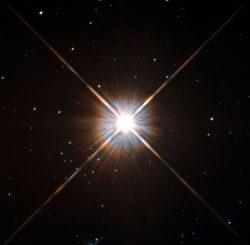 Der sonnennächste Stern Proxima Centauri. Die Aufnahme stammt von der Wide Field and Planetary Camera 2 an Bord des Hubble Space Telescope. (ESA / Hubble & NASA)