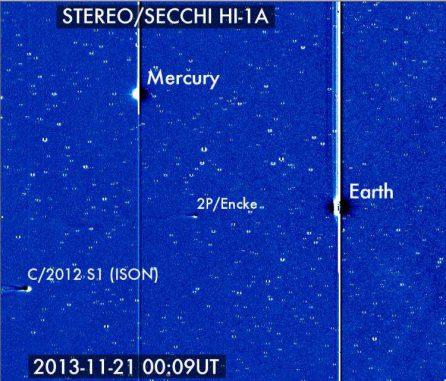 Der Komet ISON trat am 21. November 2013 in das Blickfeld des Solar Terrestrial Relations Observatory (STEREO) ein. Hier ist er zusammen mit der Erde, Merkur und dem Kometen Encke zu sehen. (Karl Battams / NASA / STEREO / CIOC)