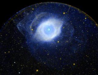 Der Helixnebel NGC 7293, aufgenommen vom Galaxy Evolution Explorer (GALEX) in ultravioletten Wellenlängen. (NASA / JPL-Caltech / SSC)