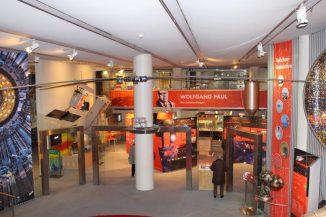 Blick in die zentrale Haupthalle des Deutschen Museums Bonn. (astropage.eu mit freundlicher Genehmigung des Deutschen Museums Bonn)