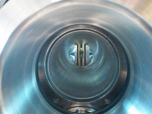 Blick in eine Vakuumkammer, die für die Messung des elektrischen Dipolmoments verwendet wurde. (B.R. O'Leary)