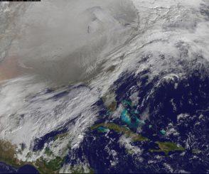 Der nördliche Polarwirbel über den Vereinigten Staaten von Amerika. Weite Teile mehrerer US-Bundesstaaten sind von Schnee bedeckt. (NOAA / NASA GOES Project)