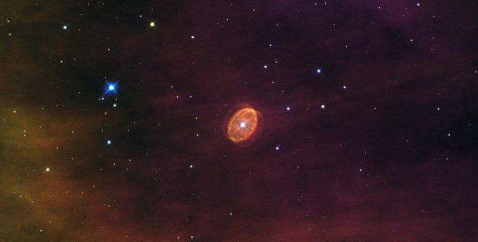 Hubble-Aufnahme des Objekts [SBW2007] 1. Der Riesenstern im Zentrum des ringförmigen Nebels könnte bald als Supernova explodieren. (ESA/Hubble & NASA, Acknowledgement: Nick Rose)