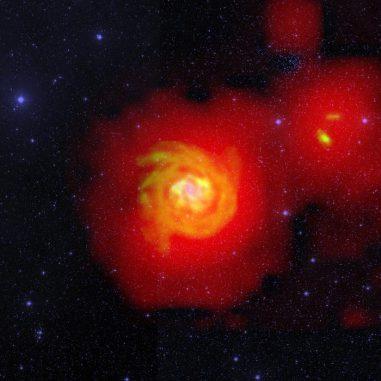 Dieses Bild zeigt die helle, sternreiche Zentralregion von NGC 6946 in sichtbarem Licht (blau), dichte Wasserstoffstrukturen in den Armen und dem Halo (orange) und das extrem diffuse Wasserstoffgebiet, das NGC 6946 und ihre Begleiter umgibt (rot). (D.J. Pisano (WVU); B. Saxton (NRAO / AUI / NSF); Palomar Observatory - Space Telescope Science Institute 2nd Digital Sky Survey (Caltech); Westerbork Synthesis Radio Telescope)