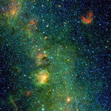 Der Trifidnebel im Sternbild Sagittarius (Schütze), aufgenommen vom Wide-field Infrared Survey Explorer (WISE). Es handelt sich um eine Gas- und Staubwolke, in der neue Sterne entstehen. (NASA / JPL-Caltech / UCLA)