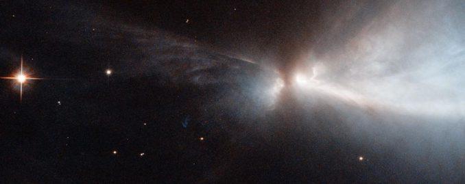 Das Herbig-Haro-Objekt HH 909A, basierend auf Beobachtungsdaten des Weltraumteleskops Hubble. (NASA & ESA, Acknowledgements: Kevin Luhman (Pennsylvania State University), and Judy Schmidt)