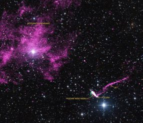 Der Supernova-Überrest SNR MSH 11-61A (oben links) und der Pulsar IGR J11014-6103 (unten rechts). Der energiereiche Röntgenjet und der Pulsarwindnebel sind ebenfalls markiert. (X-ray: NASA / CXC / ISDC / L. Pavan et al, Radio: CSIRO / ATNF / ATCA Optical: 2MASS / Umass / IPAC-Caltech / NASA / NSF)