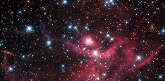 Der Sternhaufen LH63 innerhalb des Emissionsnebels LHA 120-N 51 in der Großen Magellanschen Wolke, aufgenommen vom Weltraumteleskop Hubble. (NASA, ESA, and D. Gouliermis (University of Heidelberg); Acknowledgement: Luca Limatola)