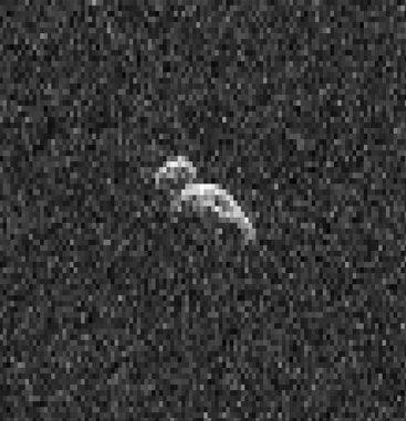 Dies ist ein Einzelbild aus einer Collage von Radaraufnahmen des erdnahen Asteroiden 2006 DP14 vom 11. Februar 2014. Für die Aufnahmen des rund 400 Meter langen Asteroiden wurde die 70-Meter-Antenne des Deep Space Network in Goldstone verwendet. (NASA / JPL-Caltech / GSSR)