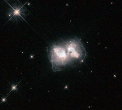 Der präplanetarische Nebel Roberts 22 (AFGL 4104), aufgenommen vom Weltraumteleskop Hubble. (NASA, ESA, and R. Sahai (Jet Propulsion Laboratory))