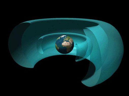 Zwei große Strahlungsgürtel umgeben die Erde. Innerhalb des inneren Strahlungsgürtels haben die Van Allen Probes jetzt ein beständiges Muster entdeckt, das Zebrastreifen gleicht. (NASA)