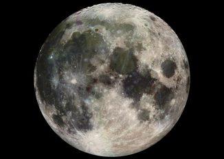 Der Mond, aufgenommen von der Raumsonde Galileo am 7. Dezember 1992. Der auffällige Strahlenkrater im unteren Teil der Aufnahme ist Tycho. (NASA / JPL)