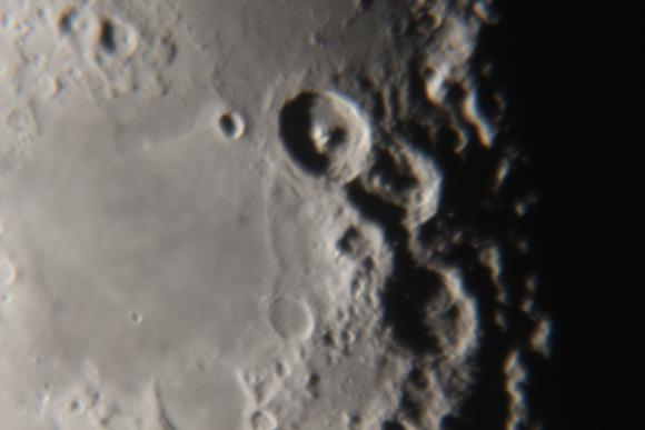Eine Mondlandschaft, aufgenommen mit einer Canon EOS 700D am Hypergraph-Teleskop. (astropage.eu mit freundlicher Unterstützung der Sternwarte Hagen)