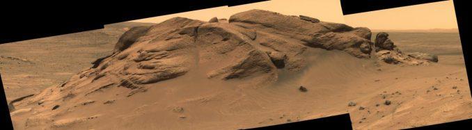 Mosaikbild des Aufschlusses Comanche im Gusev-Krater auf dem Mars, aufgenommen von der Panoramakamera des Marsrovers Spirit. Der Aufschluss enthält mineralogische Belege für einen frühzeitlichen See im Gusev-Krater. (NASA / JPL-Caltech / Cornell University / Arizona State University)