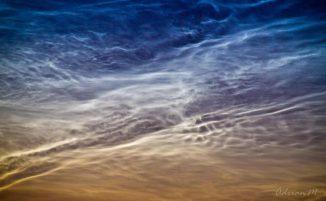 Leuchtende Nachtwolken am 3. Juli 2011 über Lock Leven, Fife, Schottland. (Courtesy of Adrian Maricic)