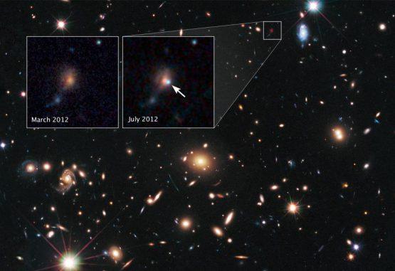 Das Licht der entfernten Supernova SCP/SN-L2 wurde durch die Gravitation des im Vordergrund liegenden Galaxienhaufens MACS J1720+35 gebeugt und verstärkt. Durch den Gravitationslinseneffekt erscheinen die gebeugten Objekte verzerrt. (NASA, ESA, S. Perlmutter (UC Berkeley, LBNL), A. Koekemoer (STScI), M. Postman (STScI), A. Riess (STScI/JHU), J. Nordin (LBNL, UC Berkeley), D. Rubin (Florida State University), and C. McCully (Rutgers University))