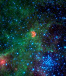 Diese Infrarotaufnahme des Spitzer Space Telescope zeigt N103B, den Überrest einer Supernova, die vor rund 1.000 Jahren in der Großen Magellanschen Wolke stattfand. (NASA / JPL-Caltech / Goddard)