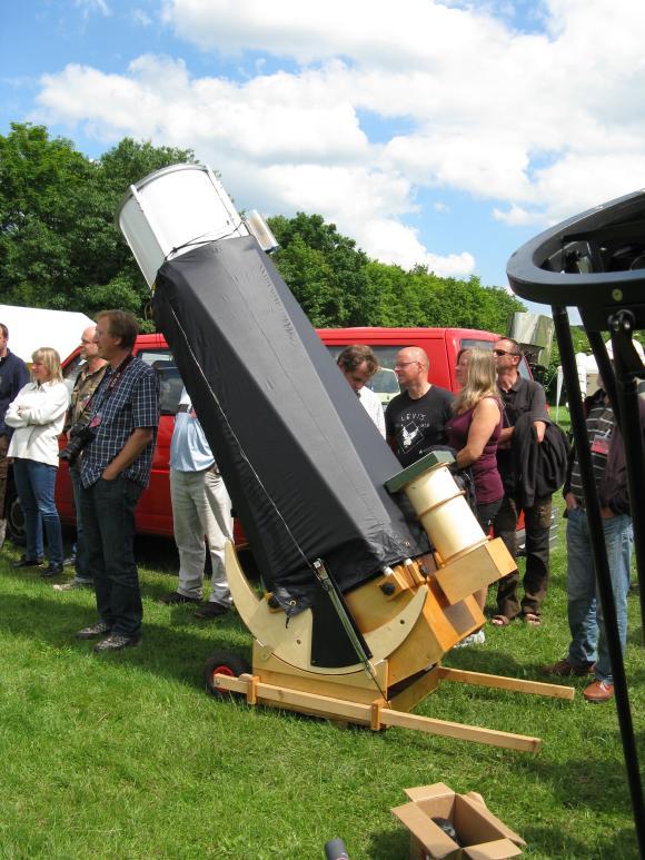 Ein Selbstbau-Dobson mit 2500mm Brennweite. Prämiert wurde hier der selbst gebaute 7-Zoll-Sucher. (astropage.eu)
