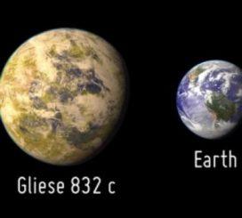 Künstlerische Darstellung des neu entdeckten Planeten GJ 832c (links) im Vergleich zur Erde (rechts). (PHL, University of Puerto Rico, Arecibo)