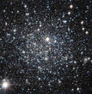 Der Kugelsternhaufen IC 4499, aufgenommen vom Weltraumteleskop Hubble. (ESA / Hubble & NASA)