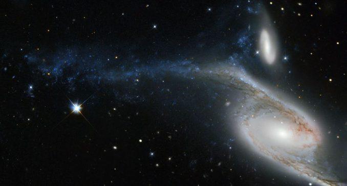 Die Galaxien NGC 6872 (unten) und IC 4970 (oben), aufgenommen vom Weltraumteleskop Hubble. (ESA / Hubble & NASA; Acknowledgement: Judy Schmidt (geckzilla.com))