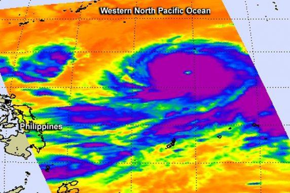 Aufnahme des Supertaifuns Vongfong vom 7. Oktober 2014, basierend auf Temperaturdaten der Wolkenobergrenze. Die kältesten Gebiete erscheinen in violett. Die Daten wurden vom NASA-Satelliten Aqua gesammelt. (NASA JPL, Ed Olsen)