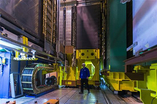 Ein Teil des Large Hadron Collider am CERN in der Schweiz. (Image Courtesy of Syracuse University)