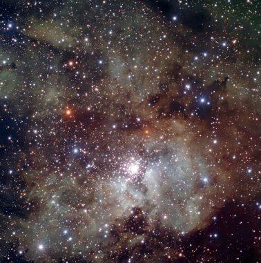 Ein Bild der Sternentstehungsregion NGC 3603, wo sich in den ausgedehnten Staub- und Gaswolken des Nebels zahlreiche neue Sterne bilden. (ESO)