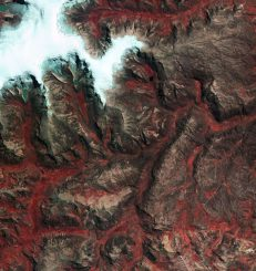 Die Quelccaya-Eiskappe in den peruanischen Anden, aufgenommen vom Satelliten Kompsat-2. (KARI / ESA)