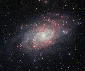 Diese Aufnahme des VLT Survey Telescope zeigt die Dreiecksgalaxie Messier 33 (M33). (ESO)