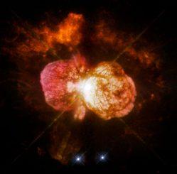 In den 1840er Jahren beobachtete man im Doppelsternsystem Eta Carinae eine starke Eruption, die den hier abgebildeten Homunkulusnebel erschuf. (NASA, ESA, and the Hubble SM4 ERO Team)