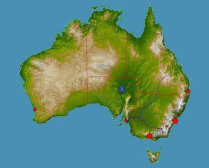 Australien. Die Einschlagzone befindet sich im Grenzgebiet von South Australia (Mitte unten), Queensland (oben rechts) und dem Northern Territory (Mitte oben). (Wikipedia, User: Ktrinko, gemeinfrei)