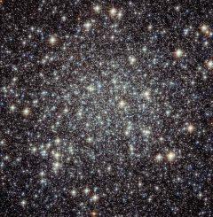 Messier 22, ein Kugelsternhaufen im Sternbild Schütze, aufgenommen vom Weltraumteleskop Hubble. (ESA / Hubble & NASA)