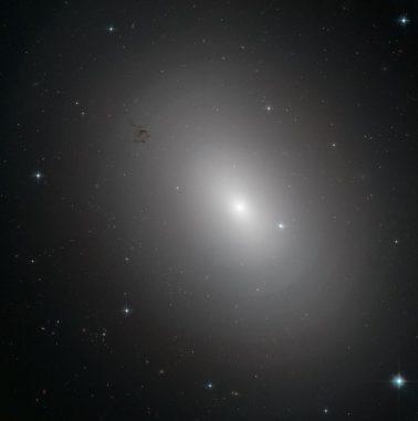 NGC 3923, aufgenommen vom Weltraumteleskop Hubble. (ESA / Hubble & NASA; Acknowledgement: Judy Schmidt)
