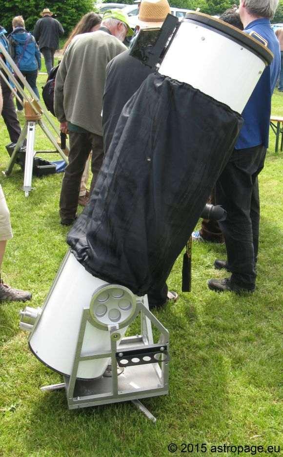 Dobson-Teleskop mit verbesserter Rockerbox aus Metall. (astropage.eu)