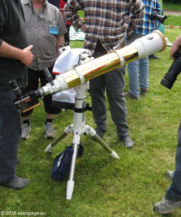Adaption eines Coronado PST an einen größeren Refraktor für besseres Auflösungsvermögen bei H-alpha-Beobachtungen der Sonne. (astropage.eu)