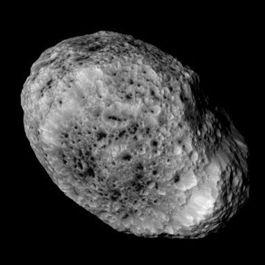 Der Saturnmond Hyperion, aufgenommen von der Raumsonde Cassini aus fast 60.000 Kilometern Entfernung. (NASA / JPL-Caltech / Space Science Institute)