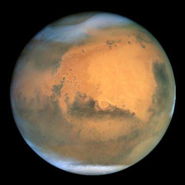 Der Mars, aufgenommen vom Weltraumteleskop Hubble. (NASA and The Hubble Heritage Team (STScI / AURA); Acknowledgment: J. Bell (Cornell U.), P. James (U. Toledo), M. Wolff (SSI), A. Lubenow (STScI), J. Neubert (MIT / Cornell))